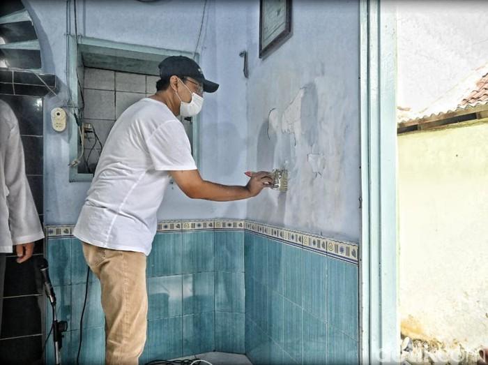 Paslon Pilwali Pasuruan nomor urut 01 Saifullah Yusuf-Adi Wibowo blusukan menyapa warga di akhir pekan. Gus Ipul dan Mas Adi bahkan ikut kerja bakti di salah satu kelurahan yang dikunjungi.