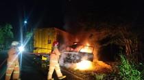 Truk dan Pikap Tabrakan hingga Terbakar di Bojonegoro, 5 Orang Terluka