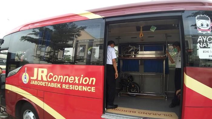 Kementerian Perhubungan melalui Badan Pengelola Transportasi Jabodetabek (BPTJ) menyediakan layanan bagasi sepeda lipat di Bus Jabodetabek Residence Connexion