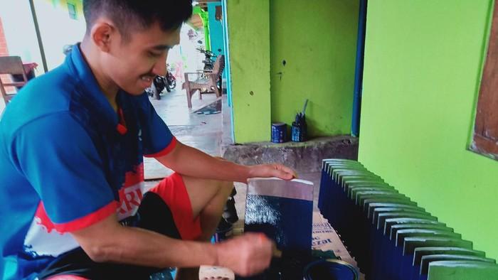 Para perajin Cangkul di Karanganom, Klaten.