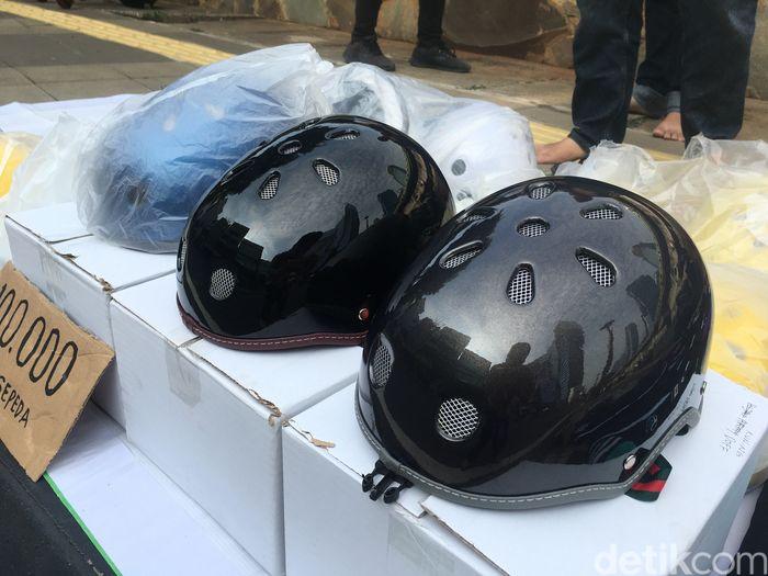 Pedagang helm sepeda helm cetok