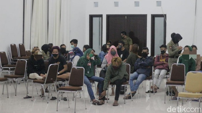 11 pasangan bukan suami istri terciduk berduaan dalam kamar kos