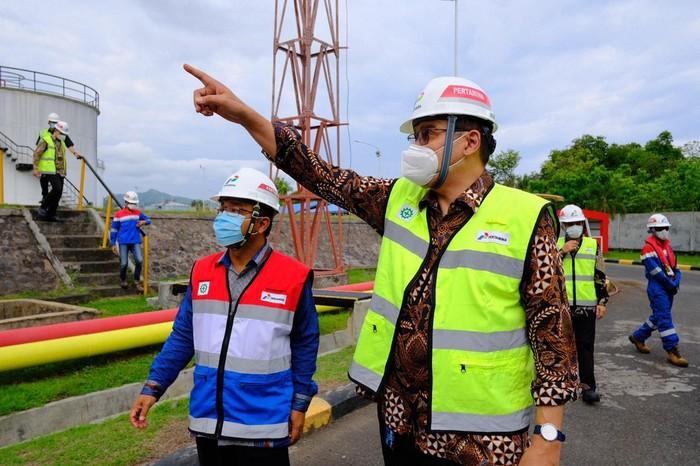 Sejumlah direksi PT Pertamina (Persero) meninjau lokasi sarana operasional distribusi energi Integrated Terminal (IT) Manggis di Kabupaten Karangasem, Bali.
