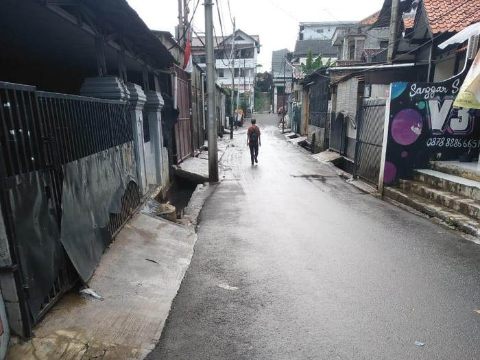 Sempat Tergenang Usai Hujan, Air di Jalan Haji Soleh II Jakbar Sudah Surut