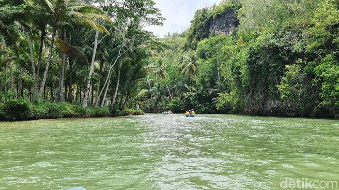 Pernah dengar Sungai Maron di Pacitan? Inilah Sungai Amazon versi Indonesia.