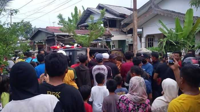Seorang pria di Banjarmasin bakar rumah mertua gegara tak terima dicerai istri. Pelaku ditangkap polisi.