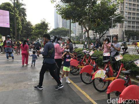 Warga berolahraga di kawasan Sudirman (Tiara/detikcom)