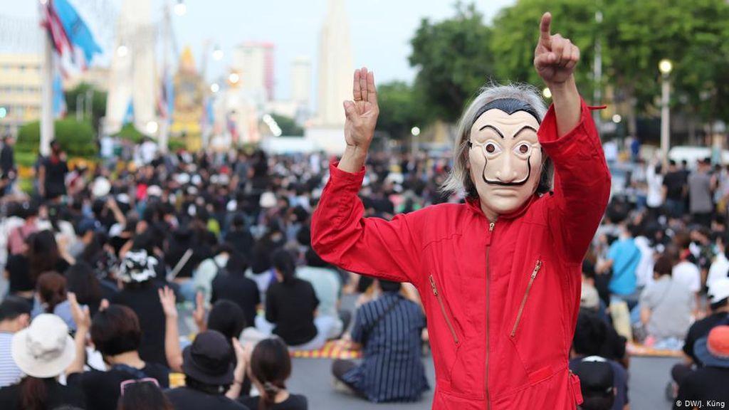 Bagaimana Medsos Memainkan Peran Penting dalam Protes Thailand?