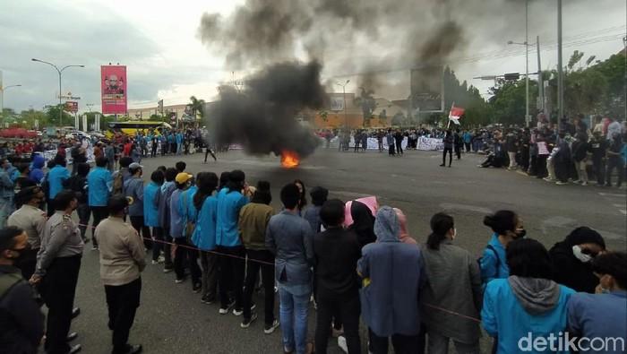 Demo mahasiswa Cirebon tolak omnibus law 19 oktober 2020