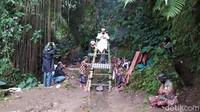 Pandemi COVID-19 tak menghalangi gelaran Festival Lima Gunung (FLG) ke-19. Kali ini FLG ke-19 episode ke-8 tadi dilangsungkan di lereng Gunung Merapi dan Merbabu, tepatnya di lokasi penemuan bebatuan candi.