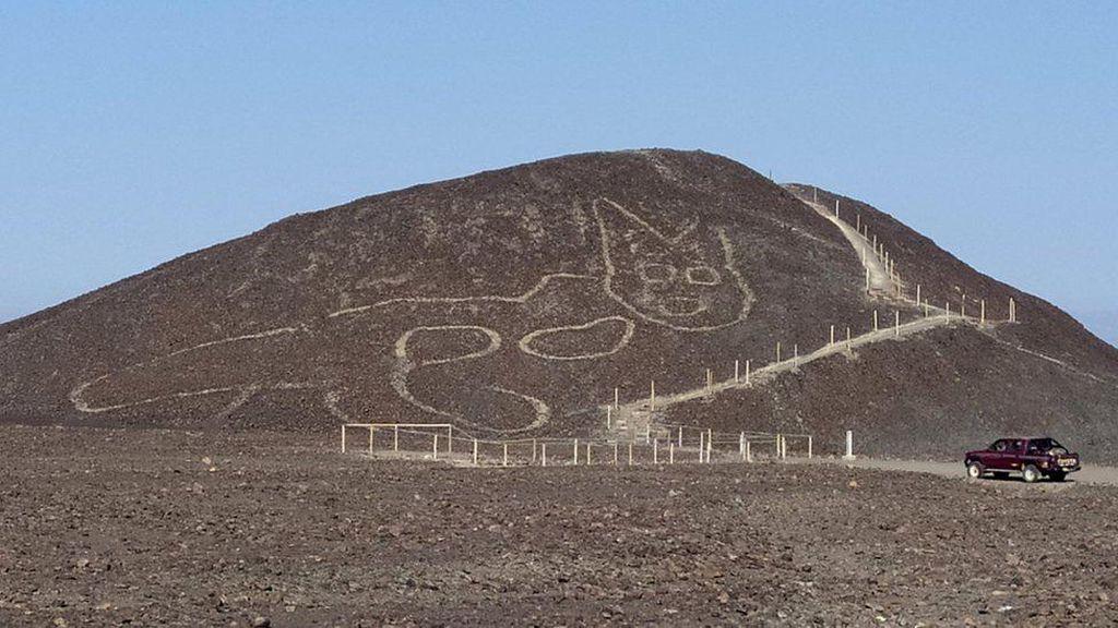 Gambar Kucing Bersantai yang Dibuat 2.000 Tahun Lalu Ditemukan di Peru