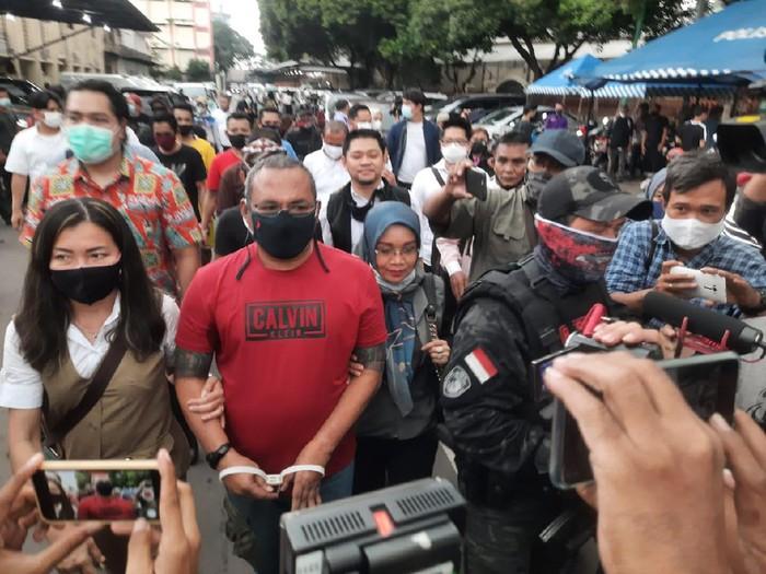 John Kei diserahkan ke Kejati DKI Jakarta.