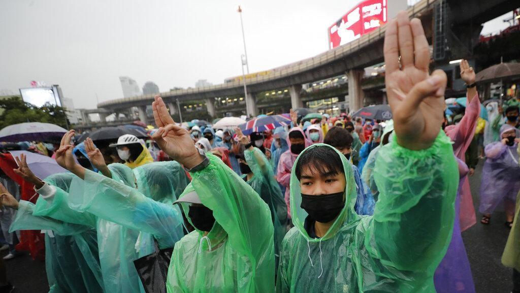 Bersatunya KPopers dan Aktivis Politik di Demonstrasi Thailand