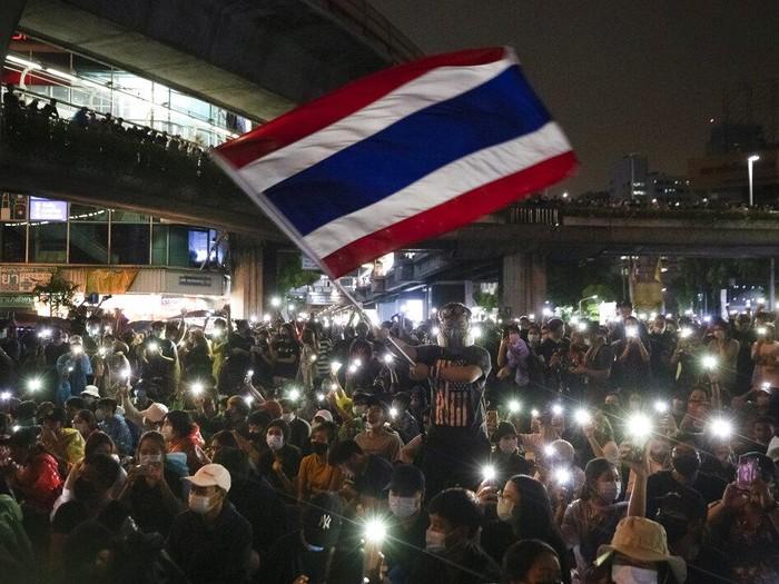 Aksi unjuk rasa masih dilakukan oleh para demonstran di Thailand pada akhir pekan lalu. Seperti apa potretnya? Yuk, lihat.