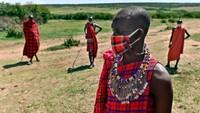 Penurunan permintaan safari telah menempatkan 2,5 juta pekerjaan di bidang pariwisata Kenya dalam bahaya. Banyak di antaranya milik Maasai sendiri, suku yang dikenal di seluruh dunia karena tradisi dan pakaian berwarna-warni