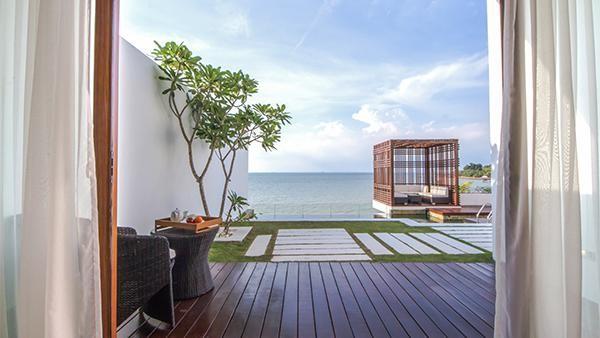 Ada juga kamar premier dengan tiga dan empat kamar yang juga punya pemandangan laut yang dramatis, bisa jadi pelarian buat traveler yang ingin merasakan suasana tenang dari keramaian. (Montiga Resort)