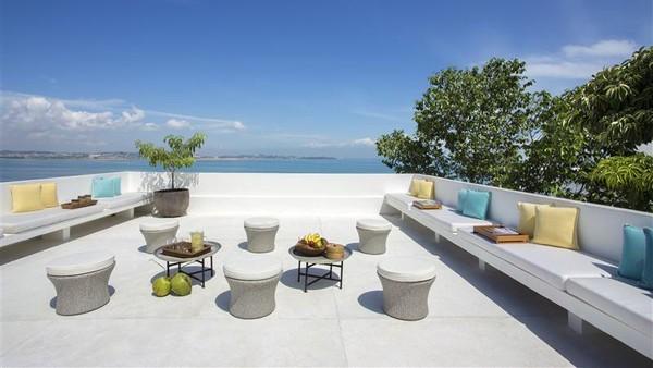 Untuk pilihan dua kamar mempunyai pemandangan sky terrace. Bernuansa putih resort ini memiliki pemandangan Laut China Selatan. (Montigo resort)