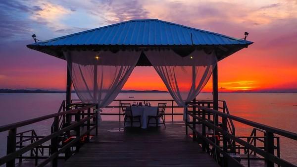 Resort ini memiliki pemandangan sunset yang indah. Tampaknya tak kalah memukau dengan pantai di Bali (Montigo resort/instagram)