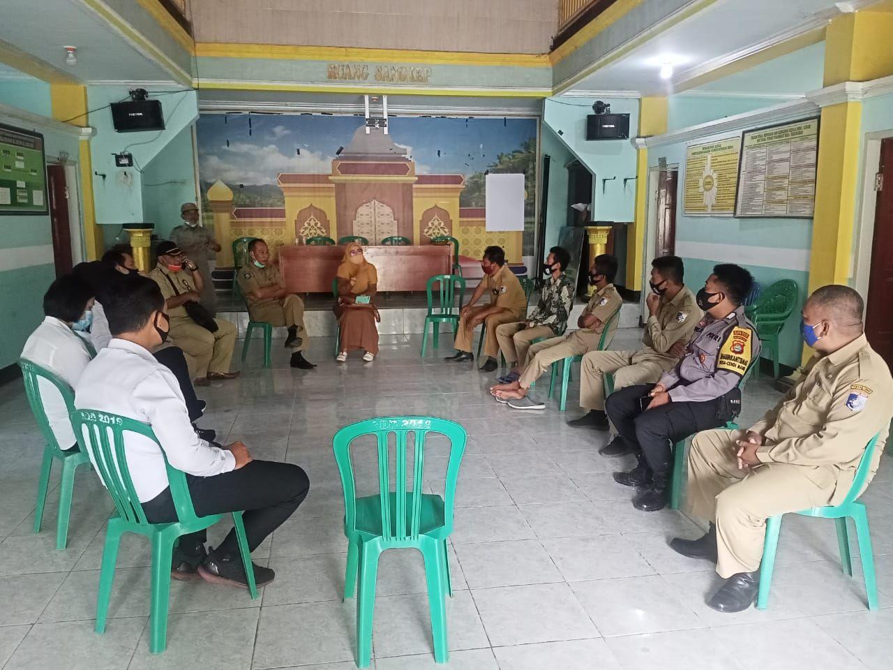 Pemkab Lombok Barat melakukan pertemuan soal siswa SMK menikahi dua wanita yang juga masih remaja.