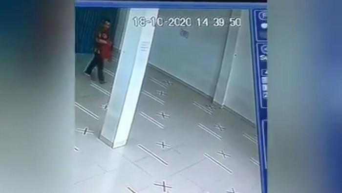 Pencuri Tas di Masjid Cimahi