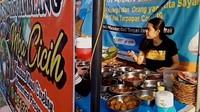 Artis yang Sering Makan di Warung hingga Penjual Nasi Jamblang Cantik