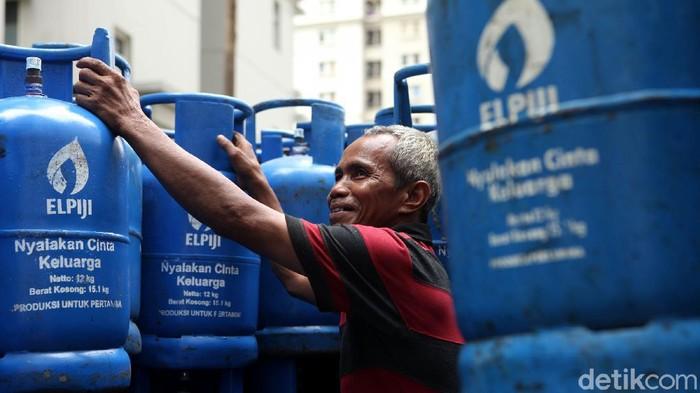 PT Pertamina (Persero) dikabarkan akan menarik tabung biru Elpiji 12 kilogram (kg). Selanjutnya, Pertamina memasok ke konsumen tabung Bright Gas 12 kg.