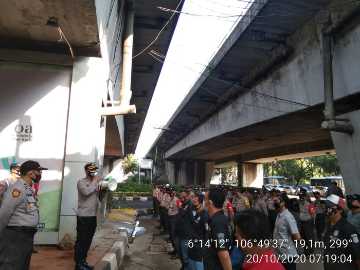 83 Personel Polisi Apel di Flyover Kuningan, Jakarta Selatan  (Dok Istimewa)