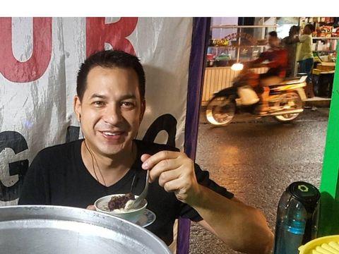Tajir Melintir, 5 Artis Ini Tak Gengsi Makan di Warung Pinggir Jalan