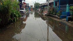 Warga Medan Belawan Keluhkan Rumah Tergenang Banjir Rob 4 Hari