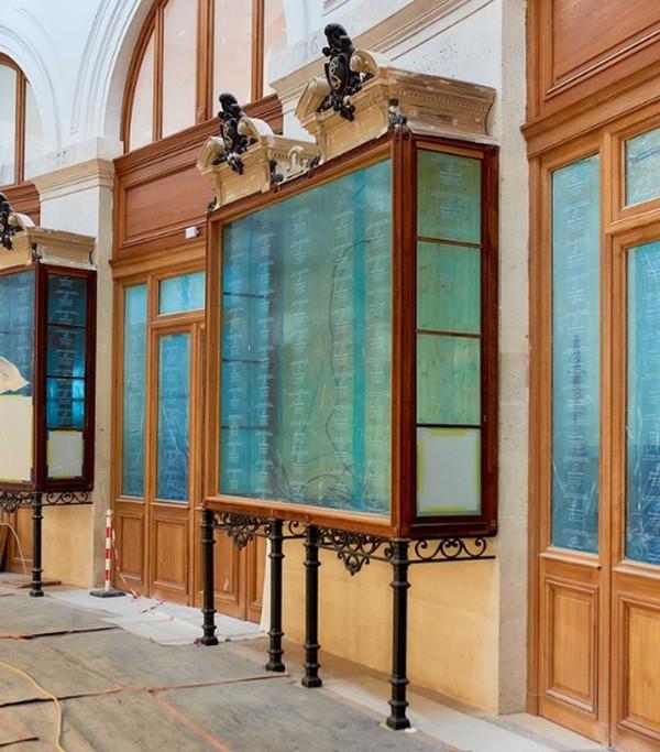 Bourse de Commerce akan bekerja sama dengan museum lainnya di Venesia, seperti Palazzo Grassi dan Punta della Dogana. Ia juga menyelenggarakan serangkaian pameran dengan lembaga-lembaga di Prancis dan internasional, di mana karya-karya dalam koleksinya dapat dilihat dalam konteks baru oleh penonton yang mungkin tidak memiliki kesempatan untuk melakukan perjalanan ke Venesia.