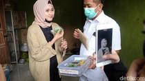 Cawabup Aep Gandeng Selebgram Cantik ke Sentra Industri Kue Karawang