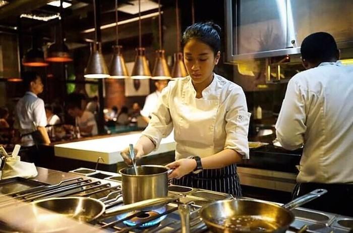 Chef Renatta Tunda Sekolah Kuliner Gegara Luka Bakar, Ini Kisahnya