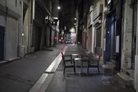 Restoran, bar, bioskop dan tempat hiburan lainnya terpaksa tutup lebih awal. Salah satu pengusaha restoran mengatakan kebijakan ini semakin merugikan mereka yang sebelumnya sudah terdampak saat lockdown.