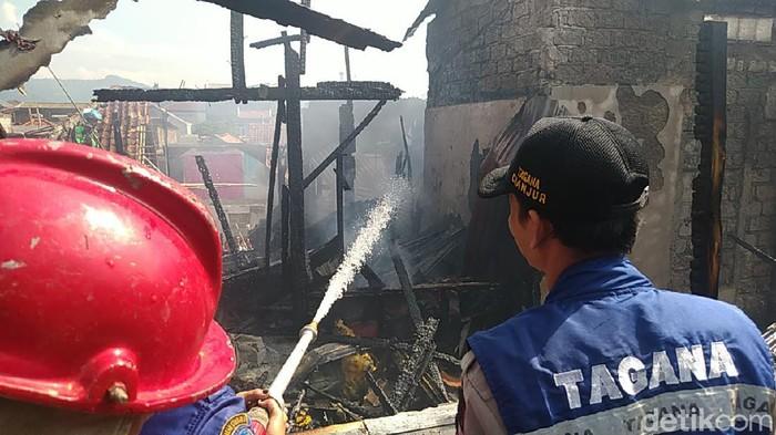 Kebakaran hanguskan empat rumah di Cianjur