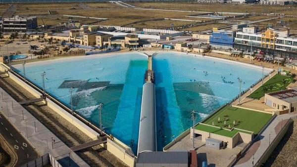 Wave Park menjadi kolam ombak terbesar di dunia dengan luas 167.000 meter persegi.