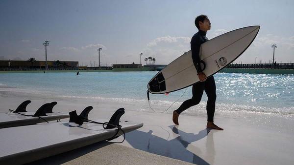 Perusahaan kolam ombak, wavegarden beserta Daewon Plus Group membangun taman selancar di Korea Selatan.