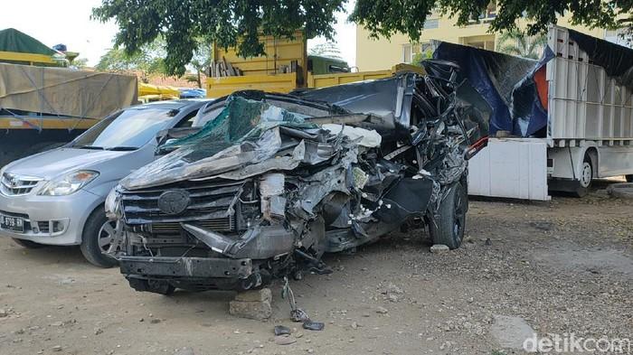 Kondisi mobil Ketua DPC Gerindra sekaligus Wakil Ketua DPRD Kabupaten Pekalongan, Nunung Sugiantoro (40), tewas usai kecelakaan di Tol Solo-Ngawi KM 542, Sragen, Selasa (20/10/2020).