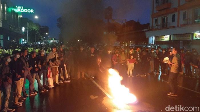 Mahasiswa Demo di Istana Bogor