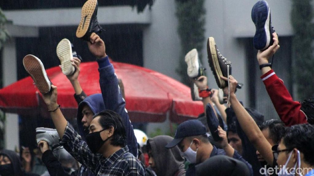 Jabar Hari Ini: Waspada La Nina di Bandung-Setahun Jokowi Disambut Demonstrasi