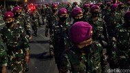 Marinir Bubarkan Massa di Thamrin