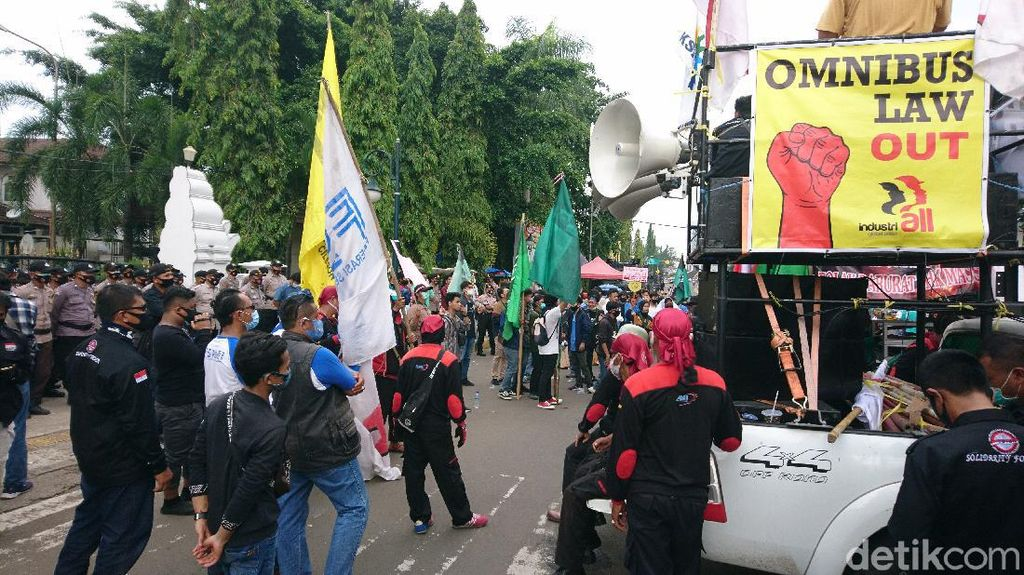 Buruh-Mahasiswa di Cilegon Demo Minta Omnibus Law Dicabut