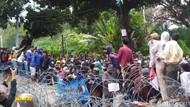 Massa Remaja Masih Bertahan di Patung Kuda, Sempat Ribut Sendiri