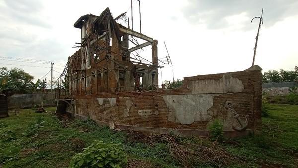 Dinas Kebudayaan dan Pariwisata Kabupaten Kudus berhasil menyelamatkan Omah Kapal jadi benda cagar budaya. Pemilik sebelumnya berencana menghapus bangunan bersejarah itu dari daftar benda cagar budaya. (Dian Utoro Aji/detikcom)