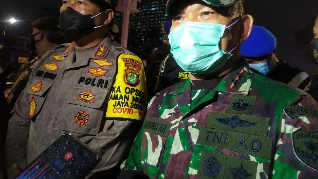 Narji dan Chika Jessica Beri Bunga dan Ucapkan Terima Kasih ke TNI