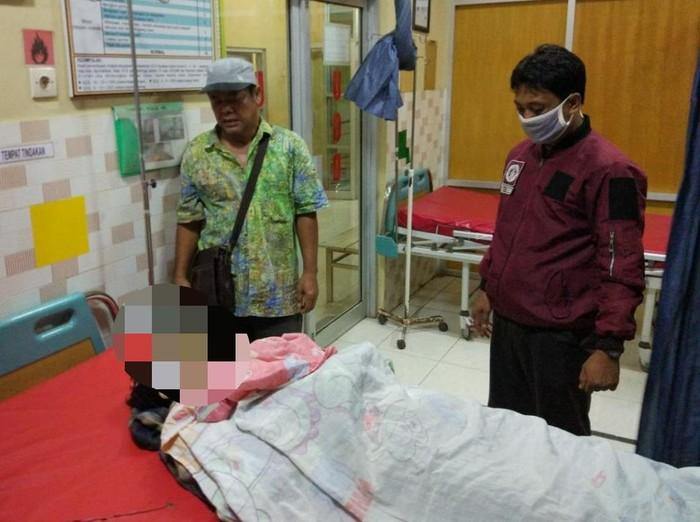 Pria yang diduga mengalami gangguan jiwa di Situbondo, KEAU (21) ditembak polisi hingga tewas.