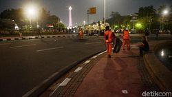 Pemprov DKI Angkut 2,1 Ton Sampah Sisa Demo Tolak Omnibus Law 20 Oktober
