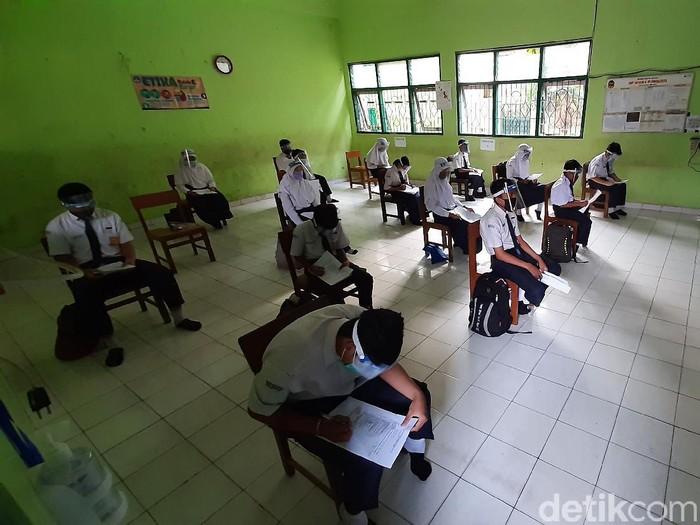 SMP 6 Purwokerto mulai mengadakan uji coba pembelajaran tatap muka (PTM), Selasa (20/10/2020). Pembelajaran tatap muka dengan menerapkan protokol kesehatan ketat.