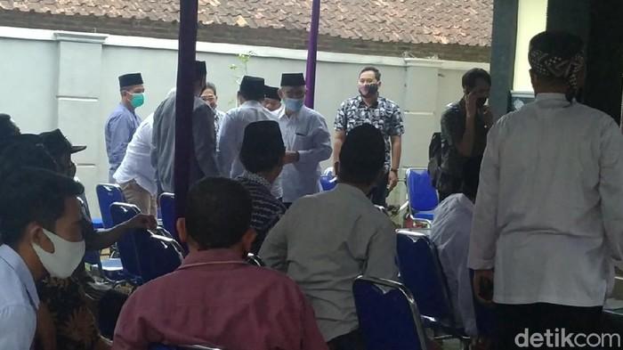 Suasana di rumah duka Ketua Gerindra yang juga Wakil Ketua DPRD Kabupaten Pekalongan, Nunung Sugiantoro, Selasa (20/10/2020).