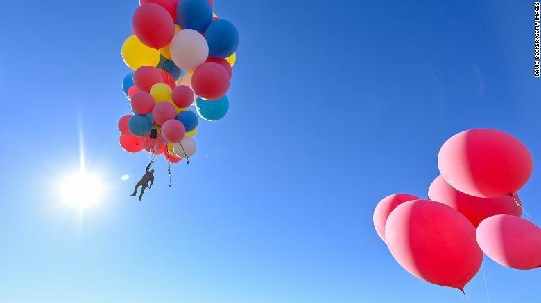 Terbang dengan balon helium