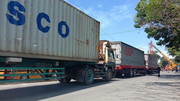 Truk kontainer ambles di Medan (Ahmad Arfah-detikcom)